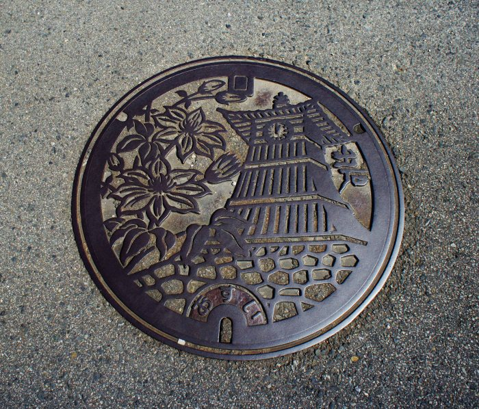 Izushi manhole