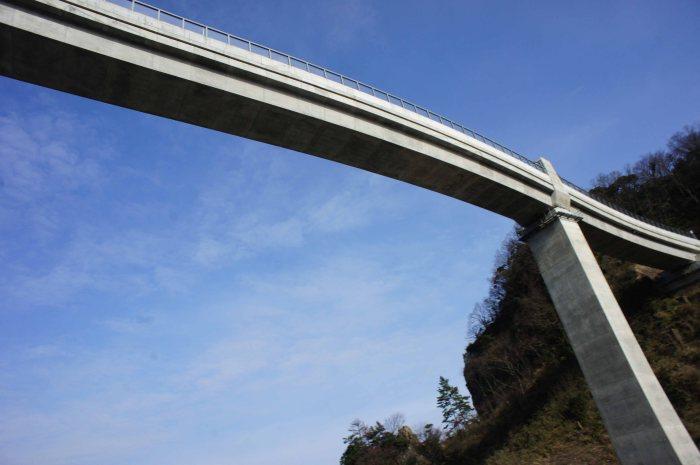 S-curved bridge